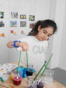 Enfant peinture naturelle